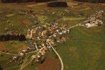 Luftaufnahme von busswil / Datum 1988